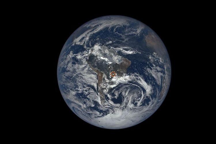 kilat misterius di bumi bersumber dari pantulan cahaya matahari yang menumbuk partikel es