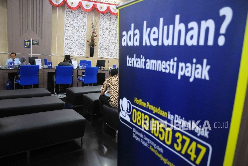 aktivitas pelayanan pembayaran pajak di kantor djp wajib pajak besar sudirman jakarta ilustrasi