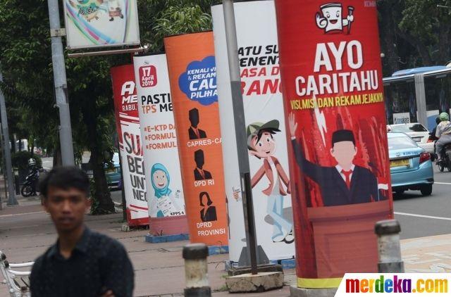 media sosialisasi pemilu 2019 mulai bertebaran di jalan medan merdeka barat